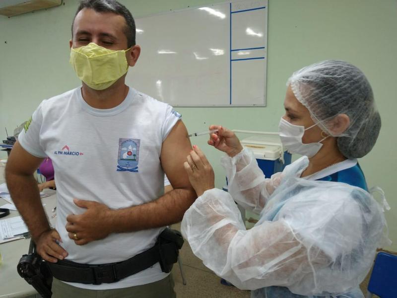 Policiais militares vão tomar a segunda dose da vacina da Covid-19 nesta quarta-feira (05)   FOTO: Divulgação