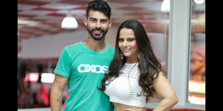 Jogador, ex noivo de Viviane Araújo mora em uma mansão luxuosa