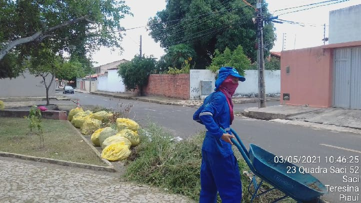 Equipes da Semduh trabalhando na limpeza de vias urbanas na zona Sul de Teresina- Foto: PMT