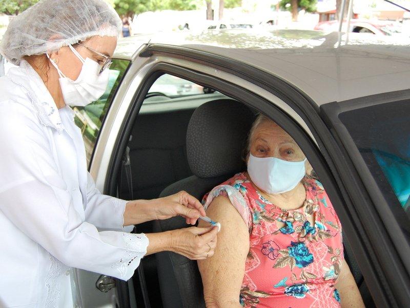 Idosos de 61 anos recebem primeira dose da vacina em Teresina- Foto: JMN