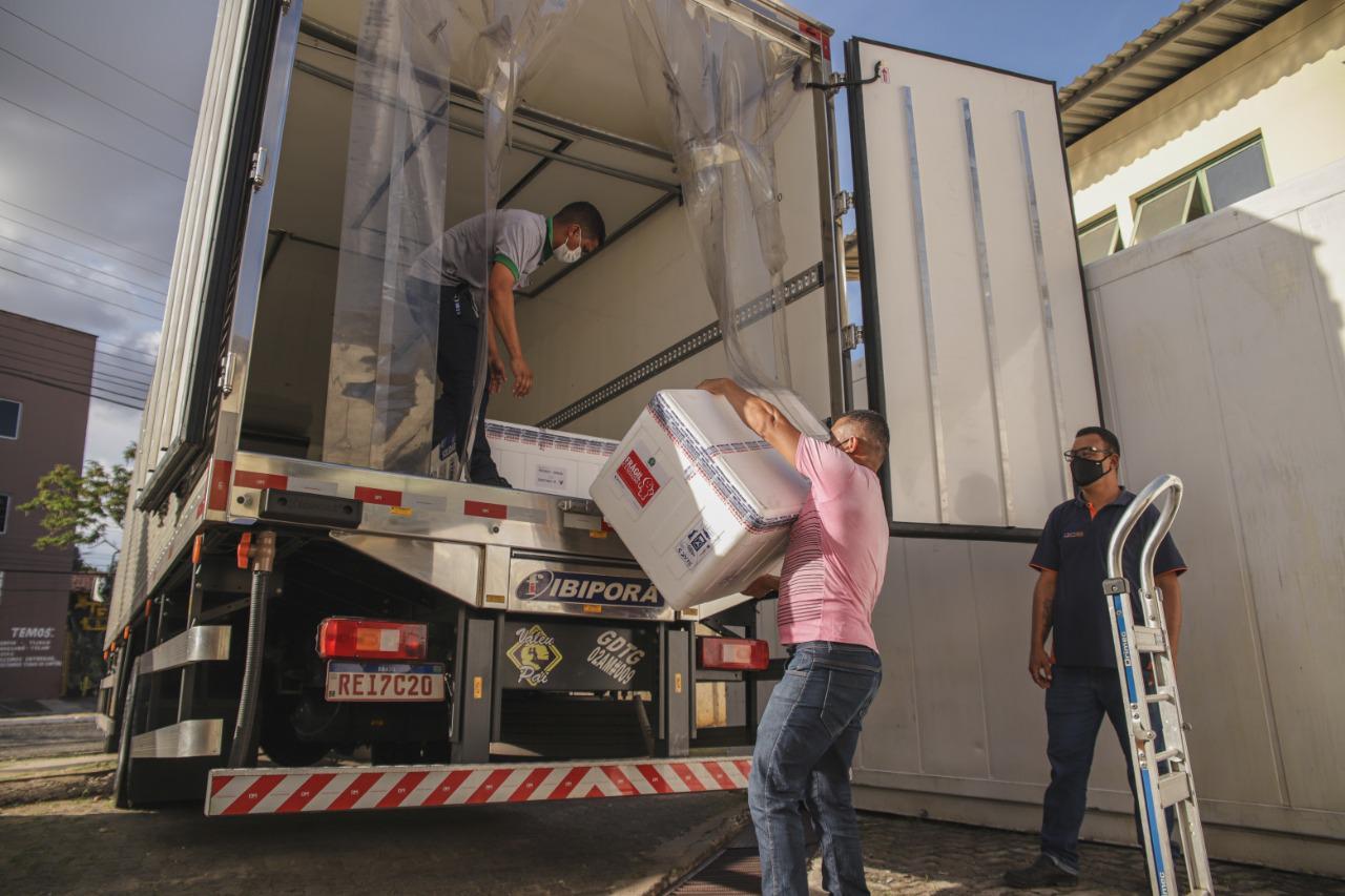 As doses foram encaminhadas à Rede de Frios do Estado para serem distribuídas em seguida aos municípios. - Foto: Divulgação/ Sesapi