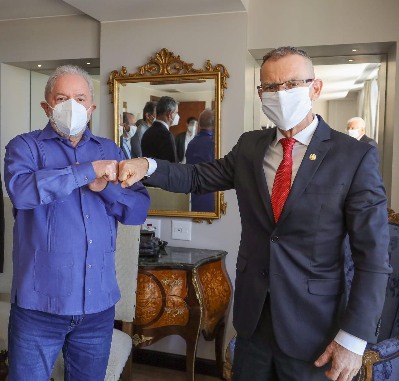 Lula tem encontro com José Sarney em Brasília - Imagem 3