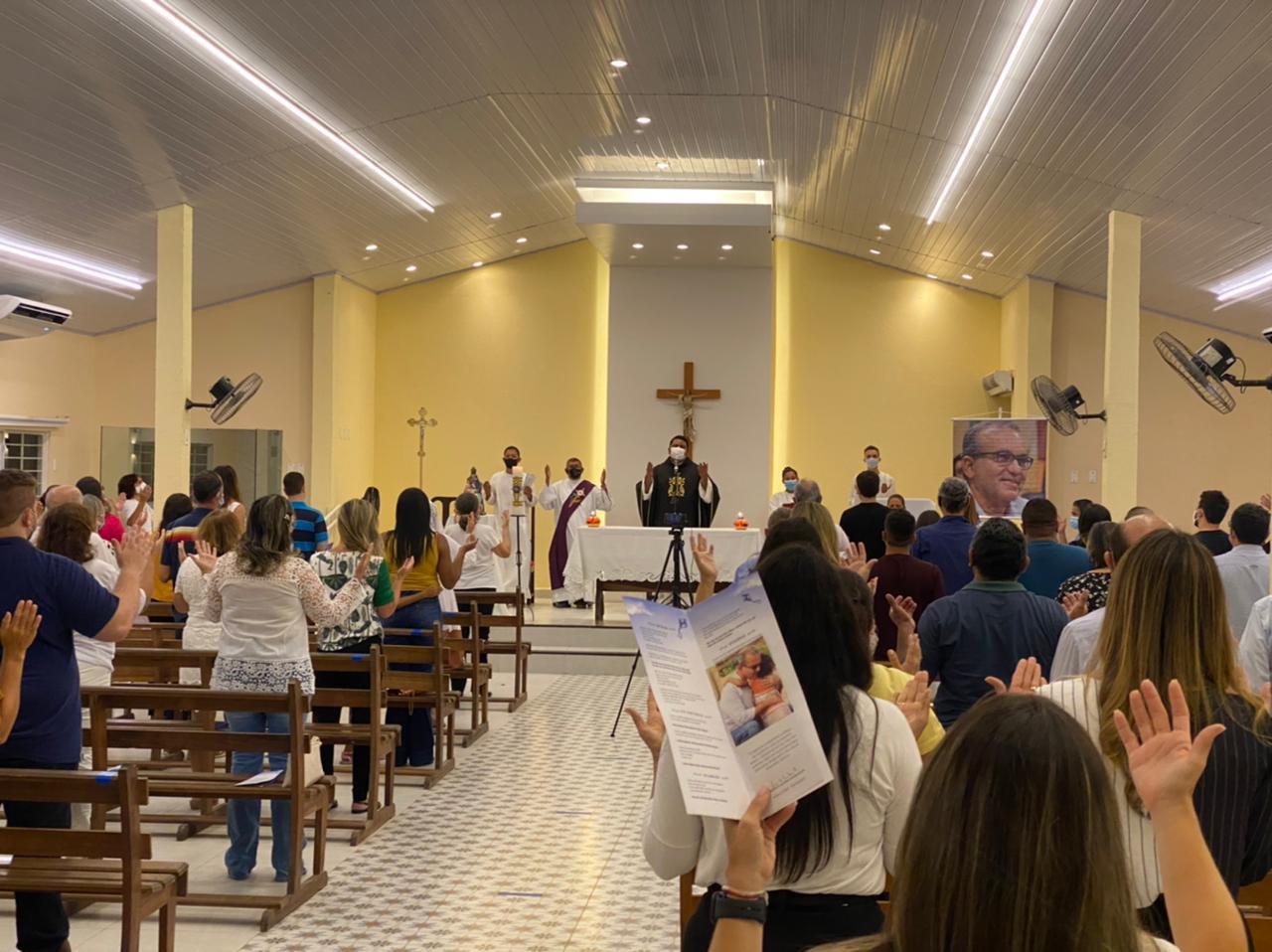 Missa de um mês da morte de Firmino Filho foi celebrada em Teresina (Foto: Raissa Morais)