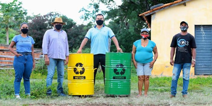 Prefeitura de Valença do Piaui entrega coletores de lixo