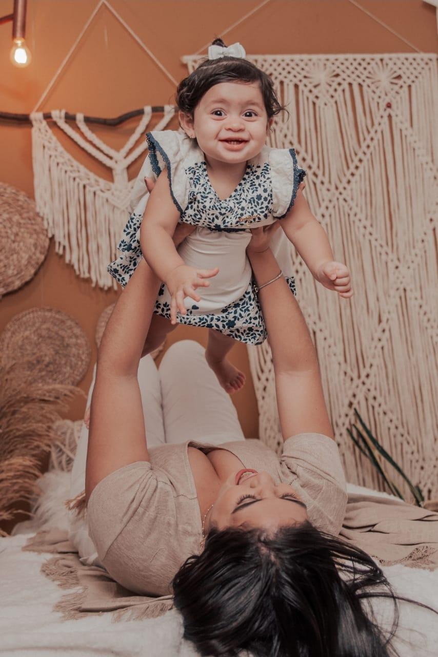 Quando a pandemia começou Isabela estava com a filha com 4 meses/arquivo pessoal