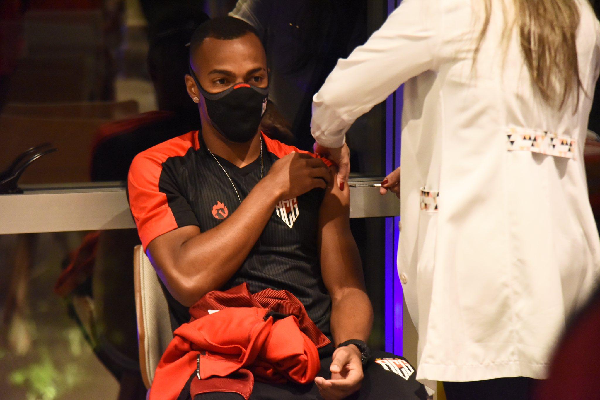 Atlético-GO é 1º clube brasileiro vacinado contra a COVID-19 - Foto: Reprodução Twitter