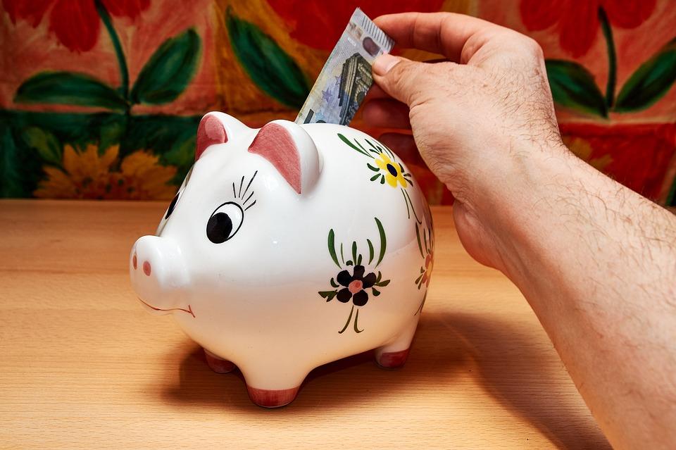 Brasileiros estão depositando mais nas cadernetas de poupança- Foto: Pixabay
