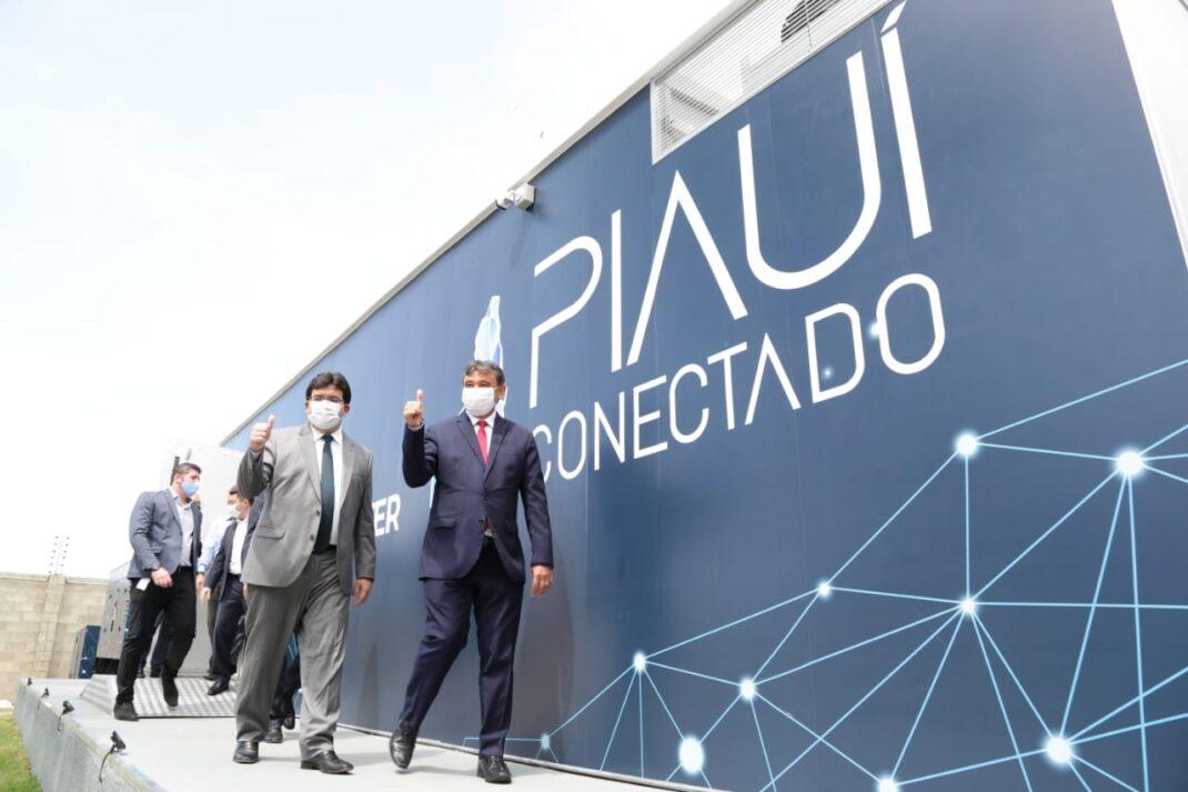 Ogovernador Wellintgon Diasassinou, na sexta-feira (7), o termo aditivo que garante a universalização do programa Piauí Conectado.