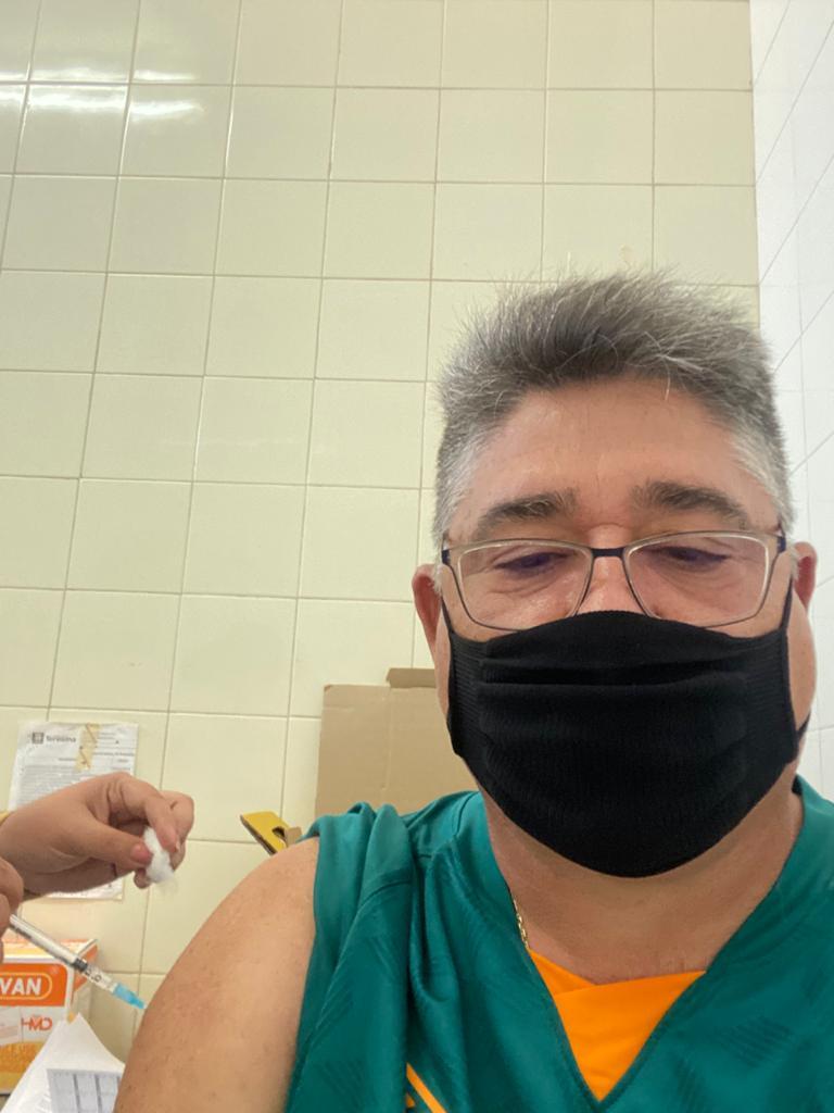 Deputado João Mádison toma vacina e fala em esperança  - Imagem 1