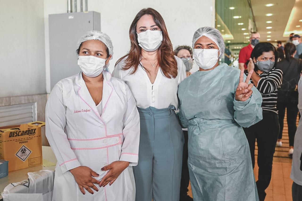 Deputada Rejane Dias acompanhou início da vacinação (Foto: Divvulgação CCOM)
