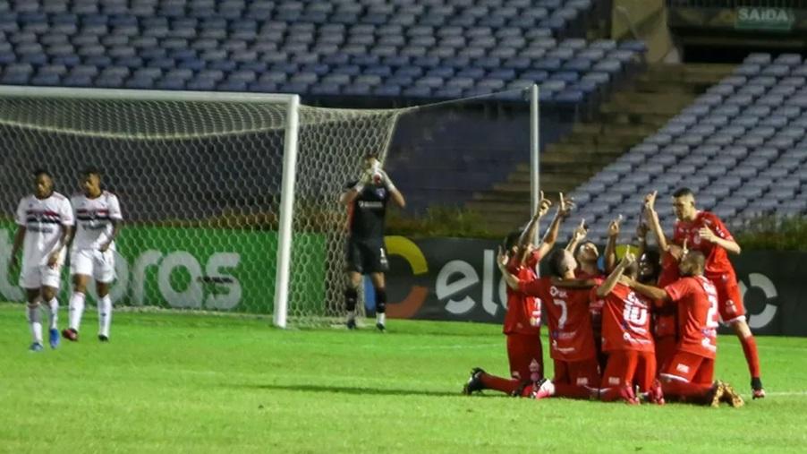 4 de Julho aproveitou das bolas paradas para fazer os gols - Foto: Benonias Cardoso/Futura Press/Estadão Conteúdo