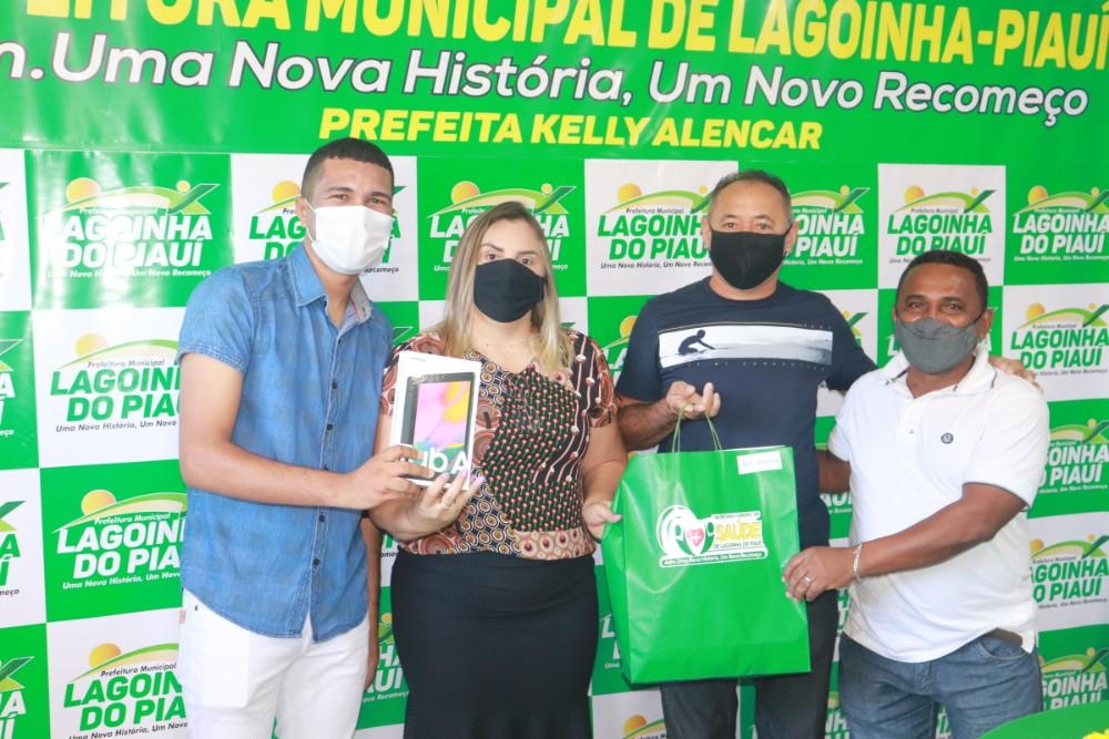 Prefeitura de Lagoinha entrega Tablets para ACS do Município - Imagem 3