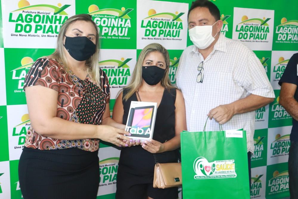 Prefeitura de Lagoinha entrega Tablets para ACS do Município - Imagem 1