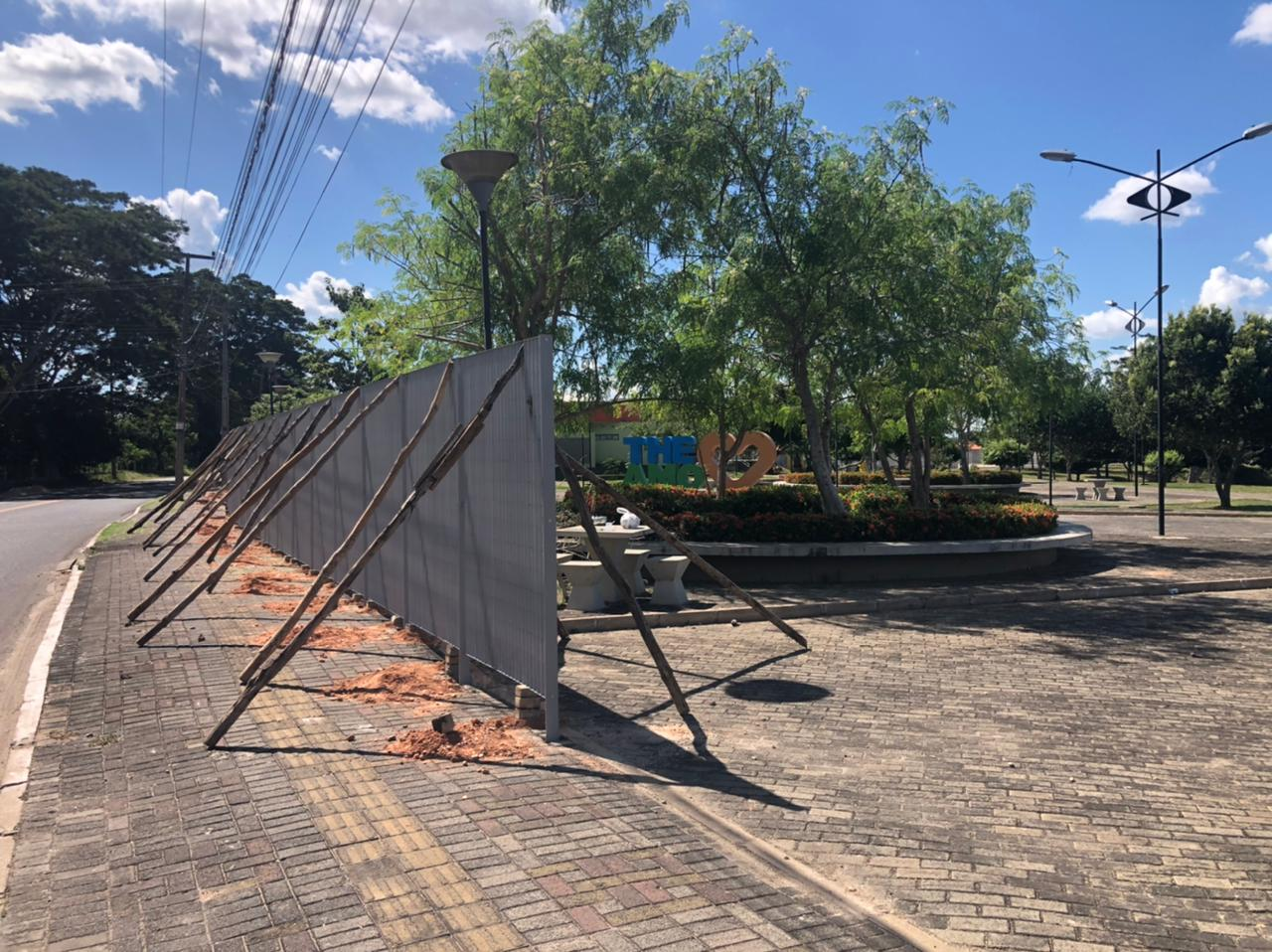 Grades vão proteger equipamentos públicos, diz representante da Prefeitura. Crédito: Lucrécio Arrais.