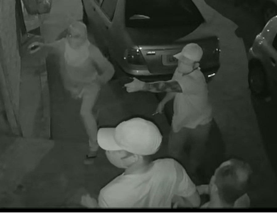 Criminosos abordaram família e realizaram arrastão em residência - Foto: Reprodução