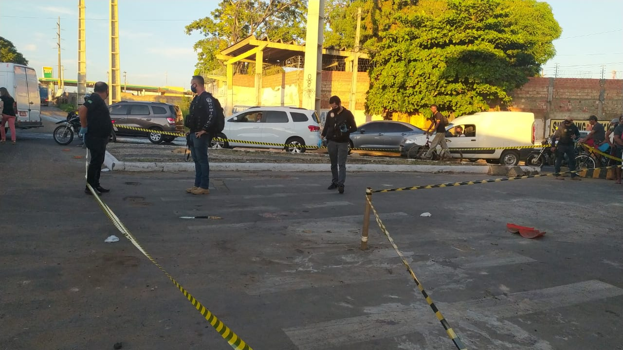Homem morto embaixo de viaduto na zona Sul de Teresina - Foto: Ivan Lima/ Meio Norte