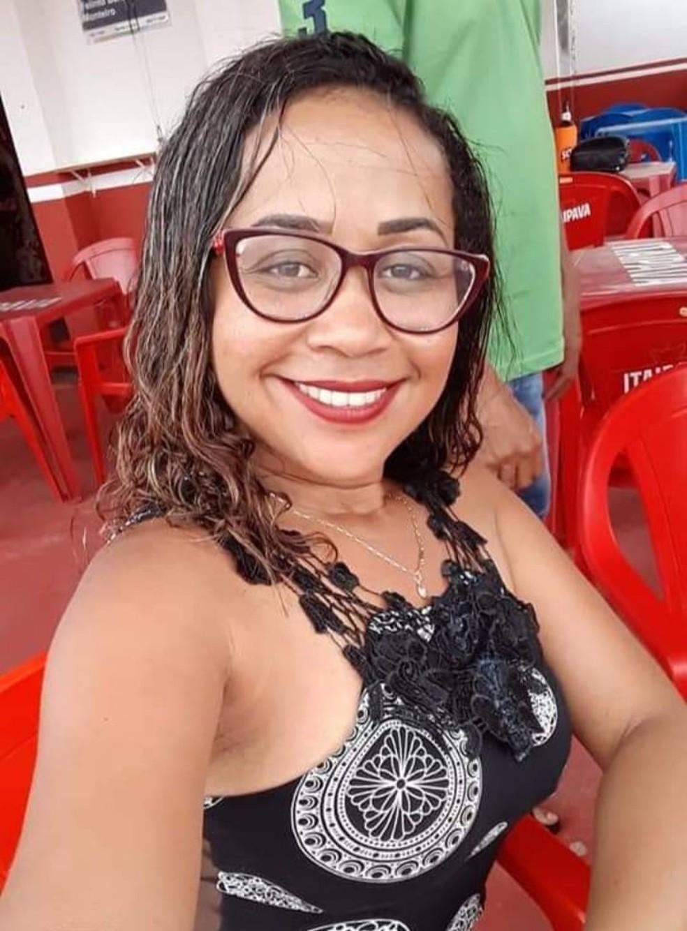 Mulher foi assassinada pelo ex-companheiro na frente do filho