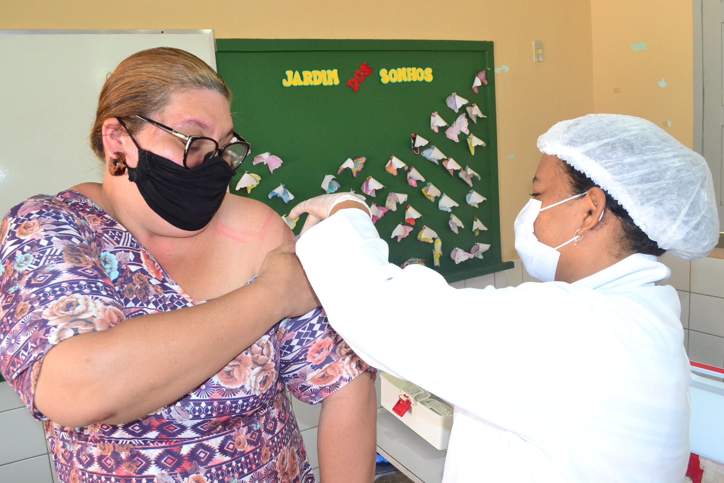 JOAQUIM PIRES IMUNIZA OS TRABALHADORES DA EDUCAÇÃO CONTRA A COVID -19 - Imagem 1