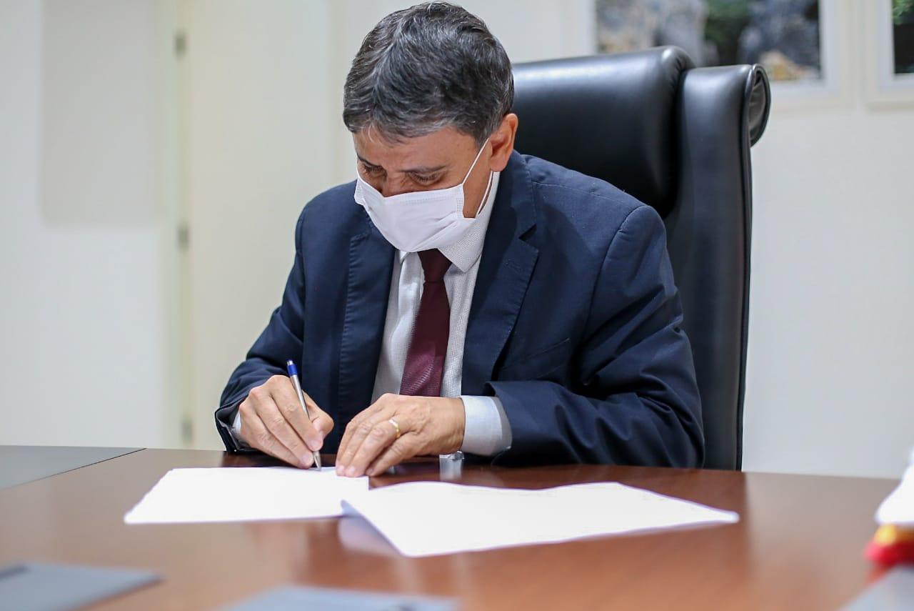 Governador Wellington Dias assina decreto e mantem as medidas sanitárias - Foto: Divulgação