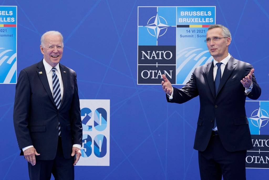 Biden com o secretário-geral da Otan, Jens Stoltenberg, no quartel-general da entidade em Bruxelas - Patrick Semansky/AFP