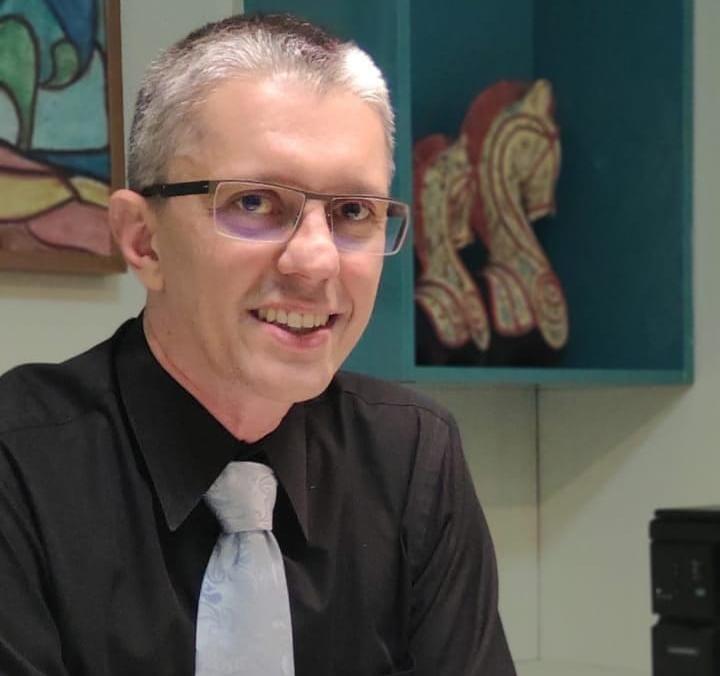 Cirurgião plásticoDavis Barbosadá dicas sobre harmonização facial