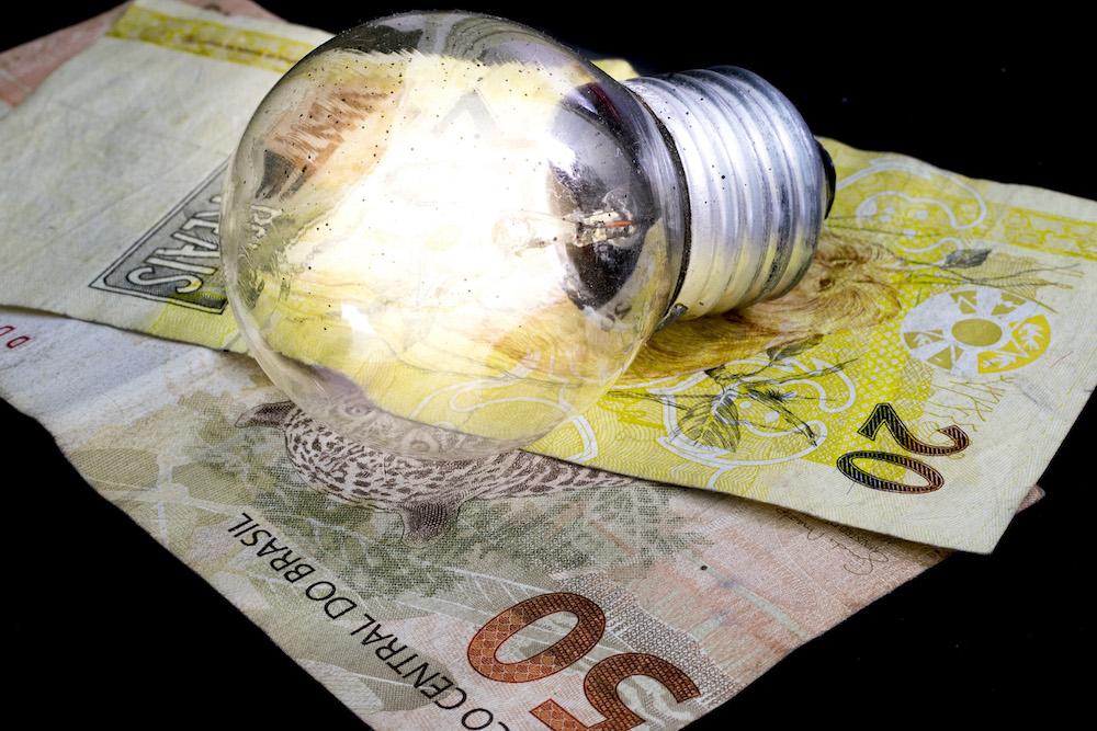 Conta de luz deve subir acima de 20% na bandeira vermelha - Foto: Getty Images