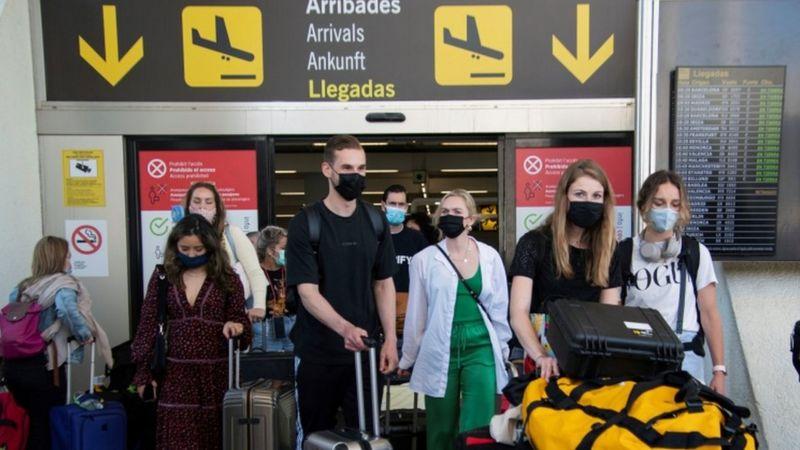 """Espanha abriu a fronteira para turistas vacinados, mas Brasil está excluído da lista por apresentar """"especial risco epidemiológico"""" - Foto: EPA/CATI CLADERA"""