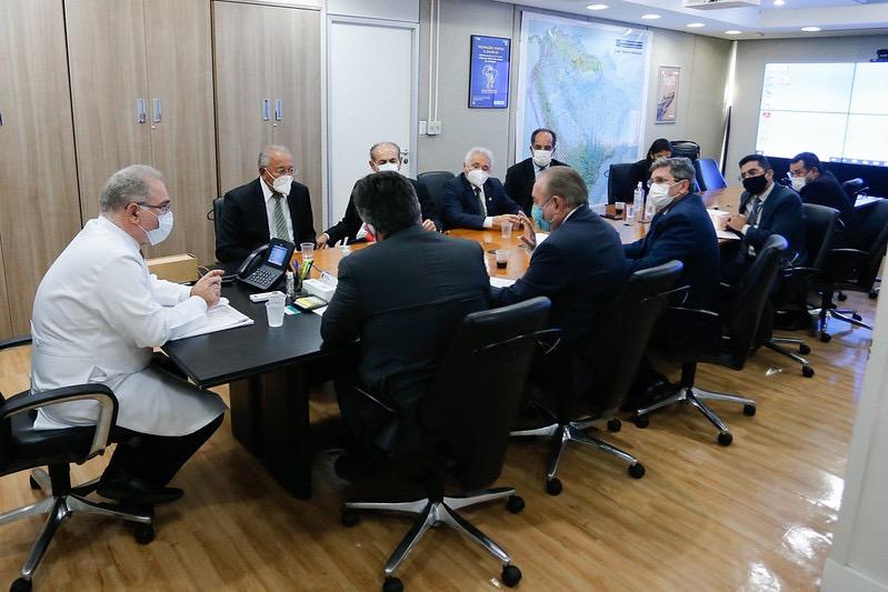 Ministro Marcelo Queiroga recebe o prefeito de Teresina e os senadores do Piauí