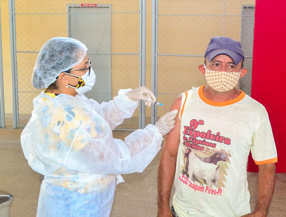 Joaquim Pires inicia imunização do público entre 55 a 59 anos - Imagem 20