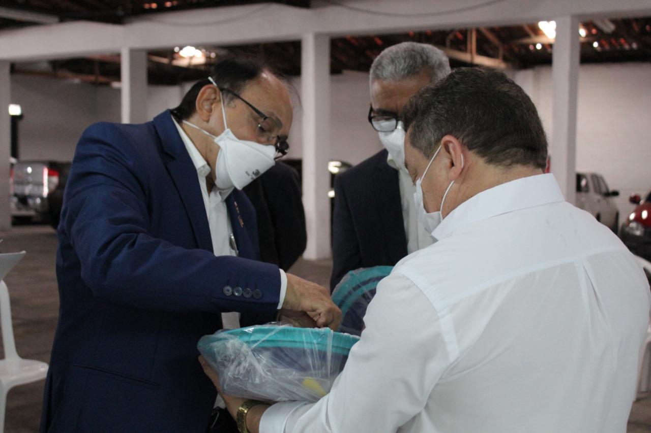 Membros da Rotary apresentam equipamentos à FMS de Teresina (Foto: Raíssa Morais)