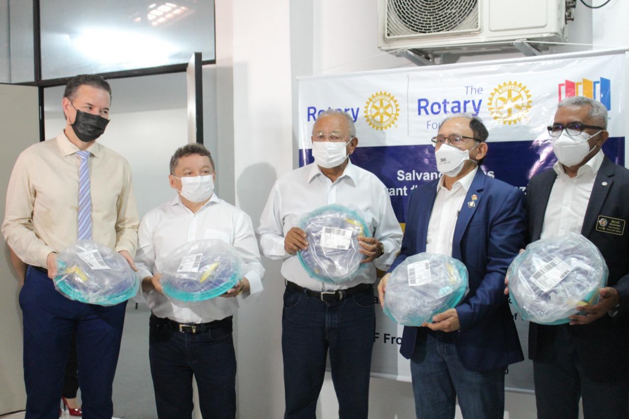 Solenidade de entrega de capacetes Elmo na sede da DIVISA (Foto: Raíssa Morais)