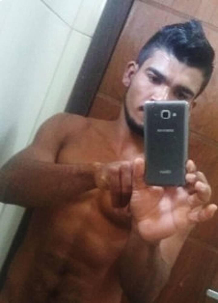 Vazam fotos sensuais que serial killer Lázaro usava para atrair vítimas - Imagem 1