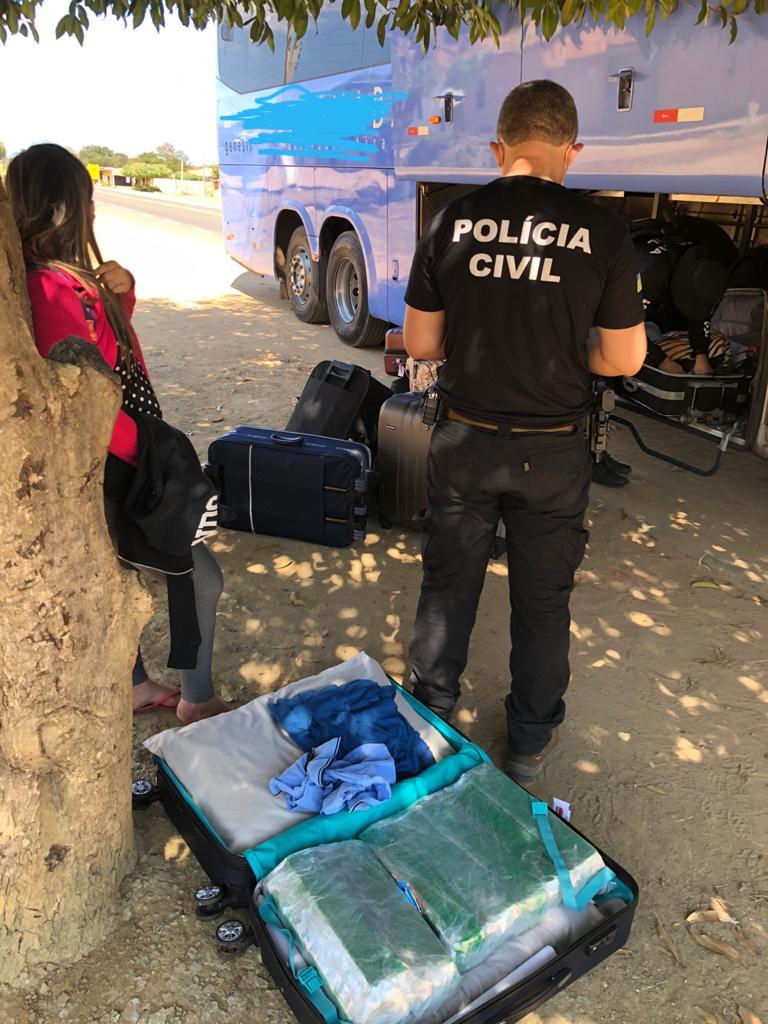 Mulher é presa com 20kg de drogas dentro de mala - Foto: Divulgação/SSP-PI