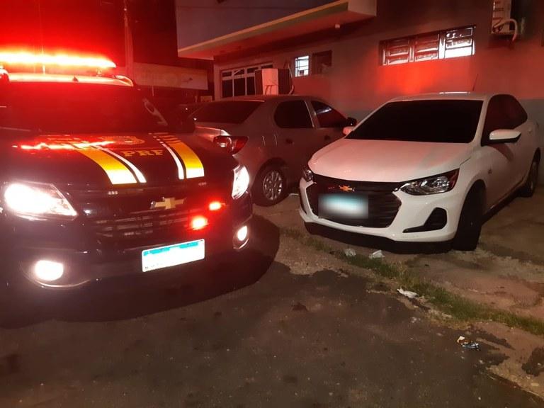 Os policiais estavam realizando trabalho de rotina, quando abordaram o veículo GM/ONIX - Foto: Divulgação/PRF