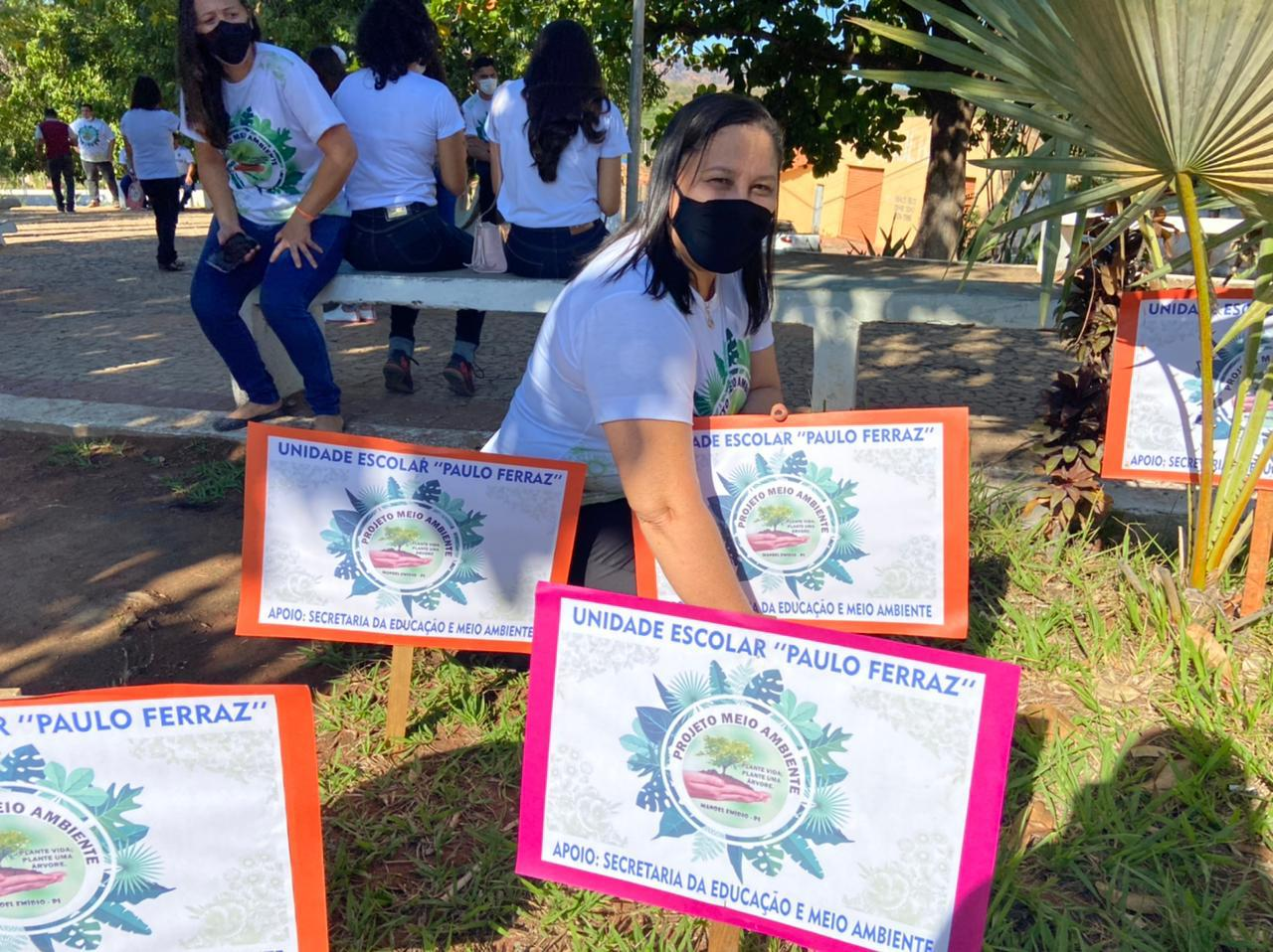 Manoel Emídio - Secretarias abre projetos e faz distribuição de lixeiras - Imagem 7