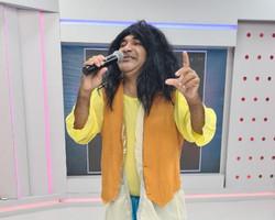 Chupetinha interpreta a cantora Maria Bethânia, que completa hoje 75 anos