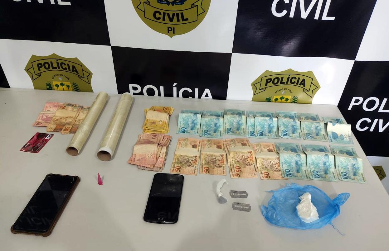 Drogas, celulares e dinheiro apreendidos pela Polícia Civil durante a ação de cumprimento de mandado - Foto: Divulgação/ Polícia Civil