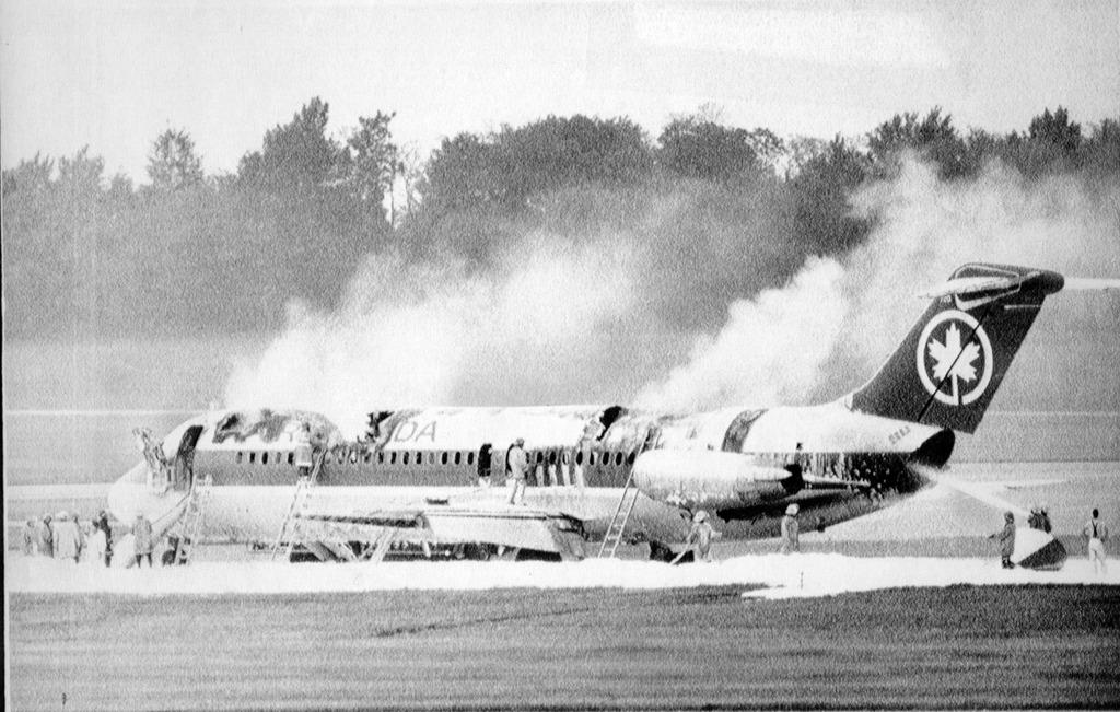 Fumaça tóxica mata 23 pessoas em avião da Air Canadá que pegou fogo - Imagem 3