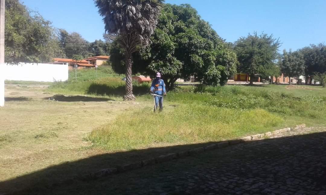 Prefeito João Luiz mantendo sua marca de cidade limpa em Monsenhor Gil - Imagem 2