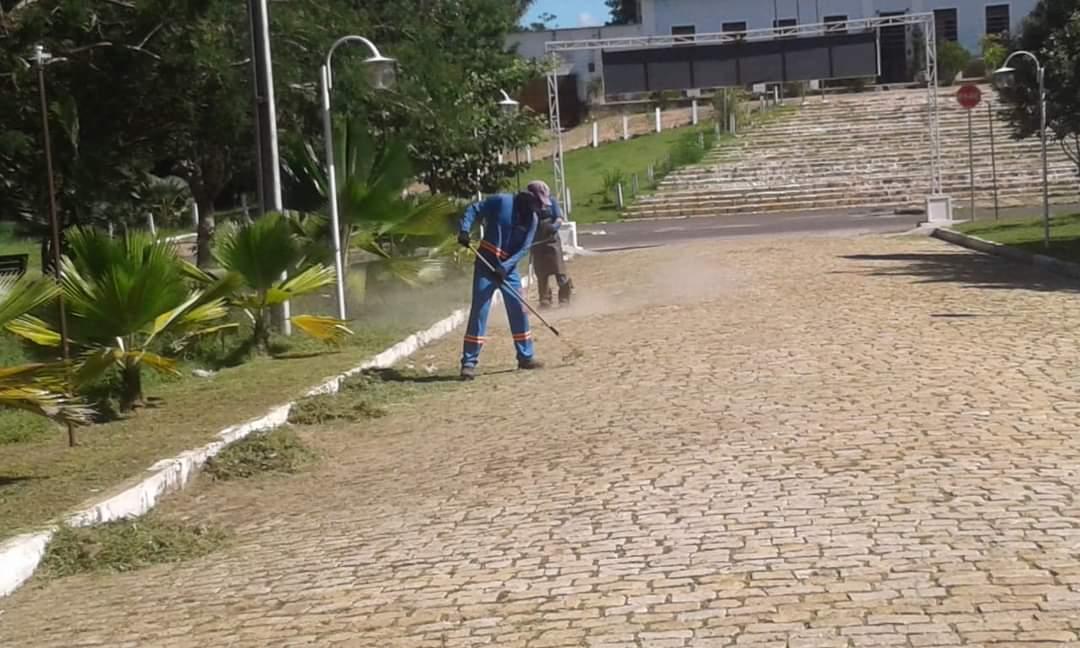 Prefeito João Luiz mantendo sua marca de cidade limpa em Monsenhor Gil - Imagem 4