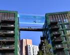 Piscina transparente de acrílico liga dois prédios em Londres