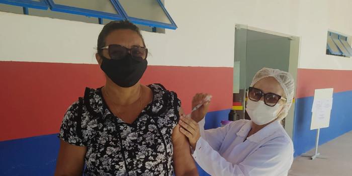 Saúde de Agricolândia iniciou a vacina dos professores contra COVID-19