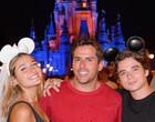Sasha e João Figueiredo usam passes para deficientes na Disney