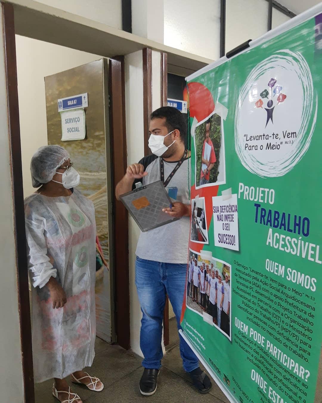 Projeto é realizado por uma equipe deprofissionais que conta com assistente social, comunicóloga, mobilizadores sociais e intérpretes de libras. (Foto: Divulgação)