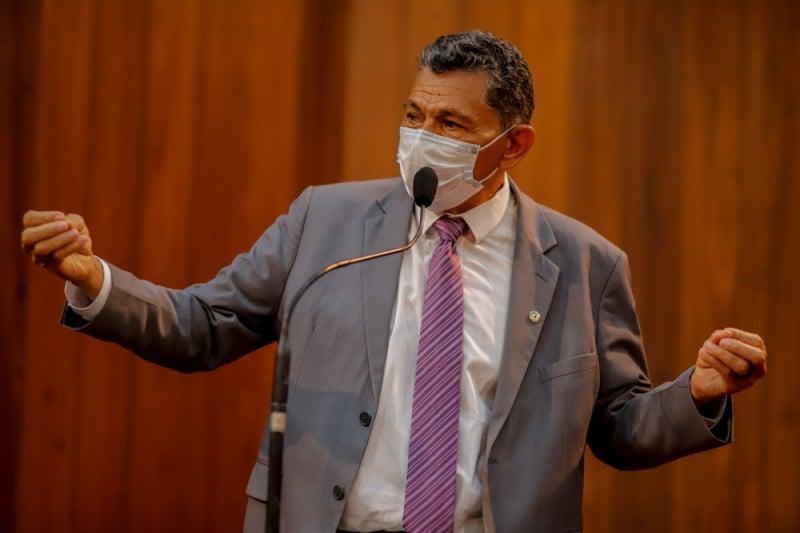 Deputado João de Deus diz que Brasil ainda não atingiu 15% da população vacinada (Thiago Amaral)