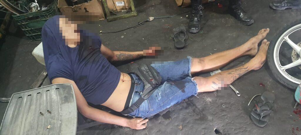 Mecânico tentou se esquivar dos tiros, mas não conseguiu se salvar (Foto: CM7)