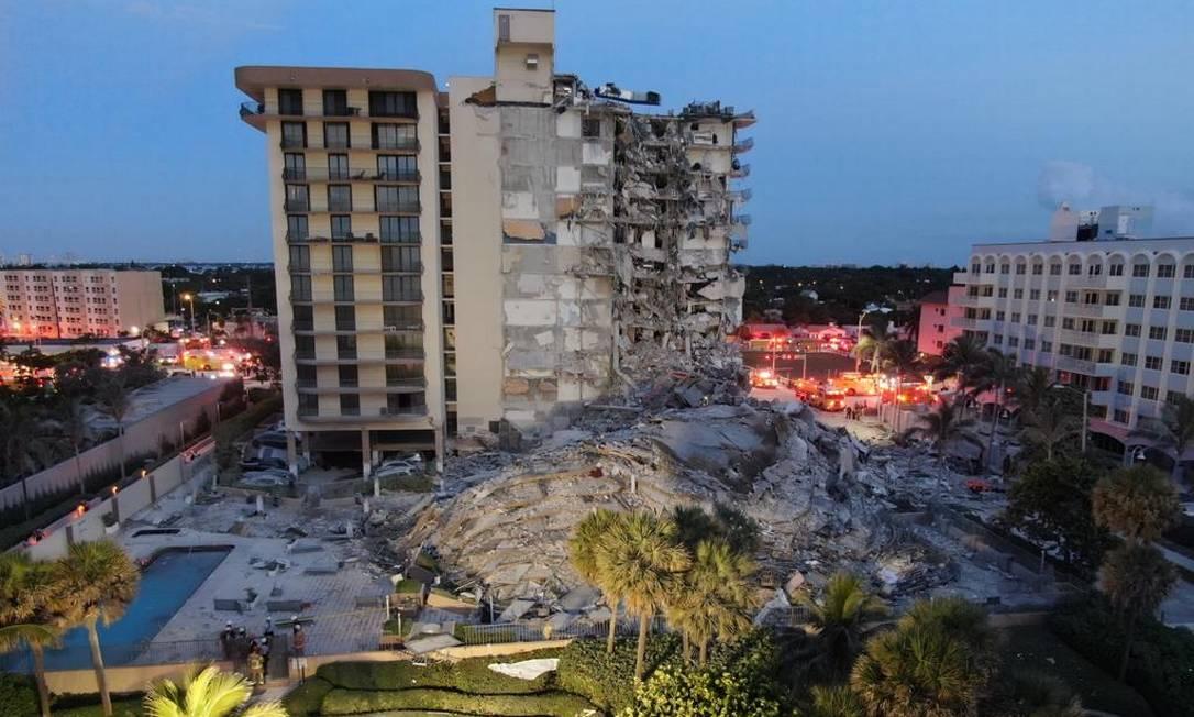 Prédio desabou em Miami, Flórida, nos Estados Unidos Foto: Reprodução/Twitter/ Miami-Dade Fire Rescue