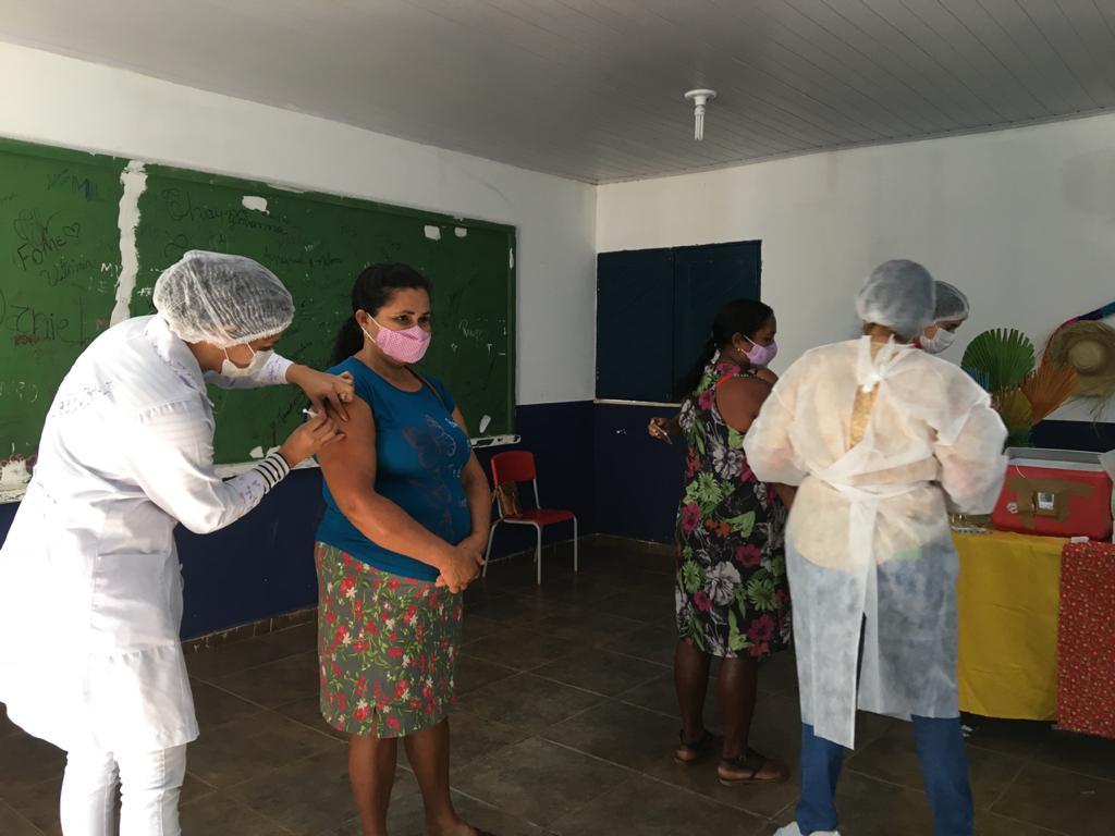 Prefeitura e Secretaria realiza mutirão de vacinação contra a COVID-19 - Imagem 7