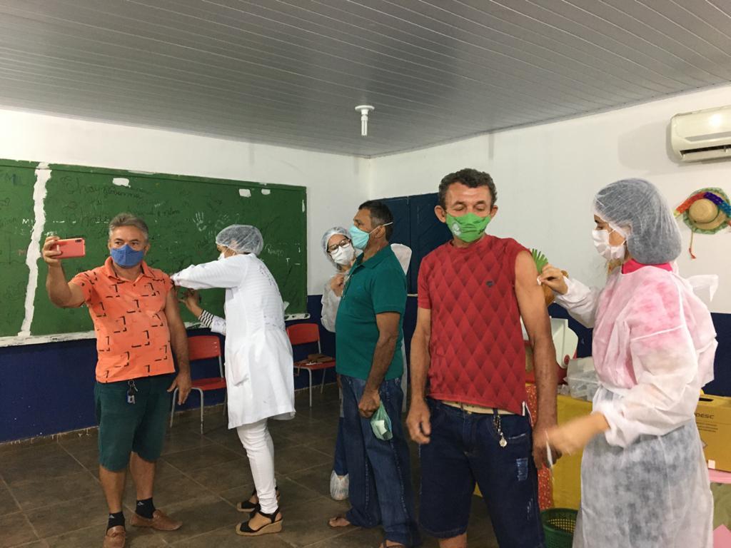 Prefeitura e Secretaria realiza mutirão de vacinação contra a COVID-19 - Imagem 10
