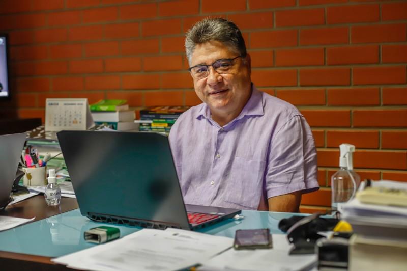 Deputado alerta aos criadores para vacinar o rebanho (Foto: Thiago Amaral)